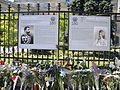 9. Bucuresti, Romania. Flori in memoriam Reginei Ana. Portretele primului Rege al Romaniei Regele Carol I si al sotiei sale Regina Elisabeta.jpg