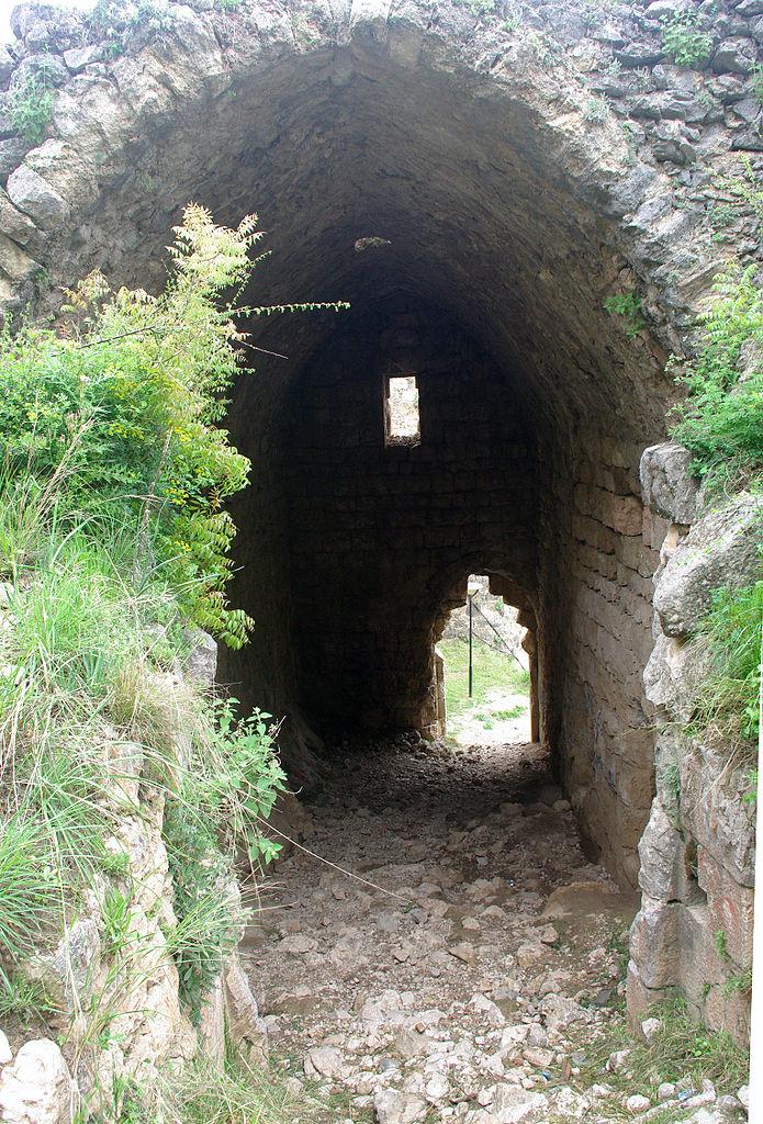 File:A Gate View, Kozan Castle 06.JPG - Wikimedia Commons