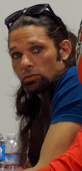 Leppan als Adam Rose
