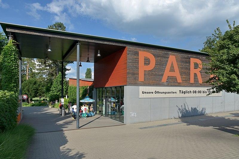 File:Adele und Gottlieb Duttweilers 'Park im Grüene' in Rüschlikon 2015-06-17 18-11-20.JPG