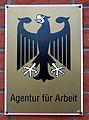 Agentur für Arbeit, Bundesadler-Schild mit rostenden Schrauben am Besuchereingang Georg-Wilhelm-Straße 14 in 29223 Celle.jpg