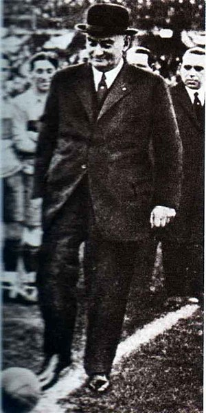 Argentine legislative election, 1924 - President Alvear kicks off the inaugural match at Boca Juniors stadium. 1924 effectively made him the referee in disputes among the numerous UCR factions.