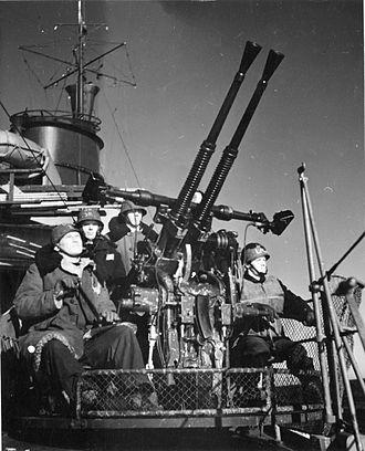 Bofors 25 mm M/32 - A twin M/32 mount aboard the HMS Gävle