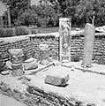 Archeologische site met bouwfragmenten waaronder een beeld van de godin van de o, Bestanddeelnr 255-2574.jpg