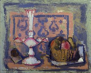 Cestino con frutta e fruttiera bianca