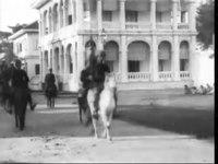File:Auguste & Louis Lumière - Le roi du Cambodge se rendant au palais (1899).webm