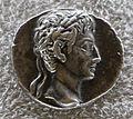Augusto, denario con testa laureata, sul verso Rami di alloro e offerte.JPG