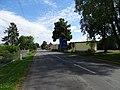 Březina (MB), silnice 610 u železniční zastávky.jpg