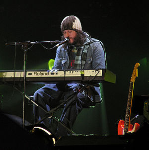 Badly Drawn Boy - Badly Drawn Boy performing at the Tsunami Relief Cardiff concert in January 2005