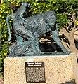 Baerenpavian statue am kap.JPG