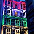 Bandera riojana en edificio en Logroño.jpg