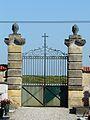 Baneuil cimetière portail.JPG