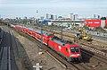 Berlin Ost DB 182 004 als RE1 naar Frankfurt Oder (15703844485).jpg