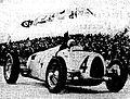 Bernd Rosemeyer, au Nurburgring pour une victoire à l' l'Eifelrennen en 1936.jpg