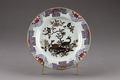 Blommig porslinstallrik gjord i Kina 1735 cirka - Hallwylska museet - 96079.tif