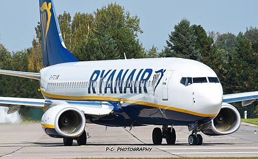 Boeing 738 Ryanair LKPD