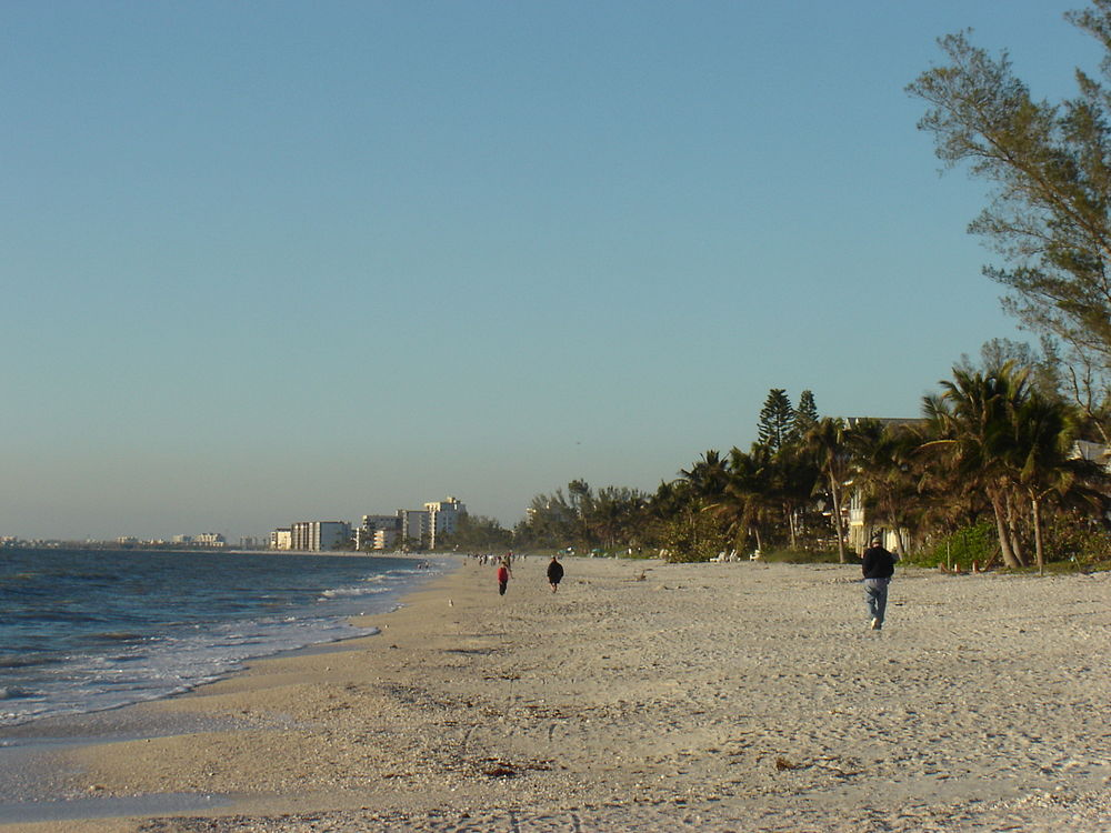 The population density of Bonita Springs in Florida is 363.98 people per square kilometer (942.77 / sq mi)