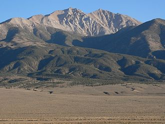Boundary Peak (Nevada) - Boundary Peak as seen from Benton. Boundary is on the left (east), while connecting to higher Montgomery peak on the right (west).
