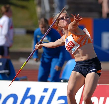 Bregje Crolla beginning to throw the javelin - Track and field