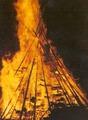 Brennender Fackelhaufen am Heiligen Abend in Ebhausen.tif