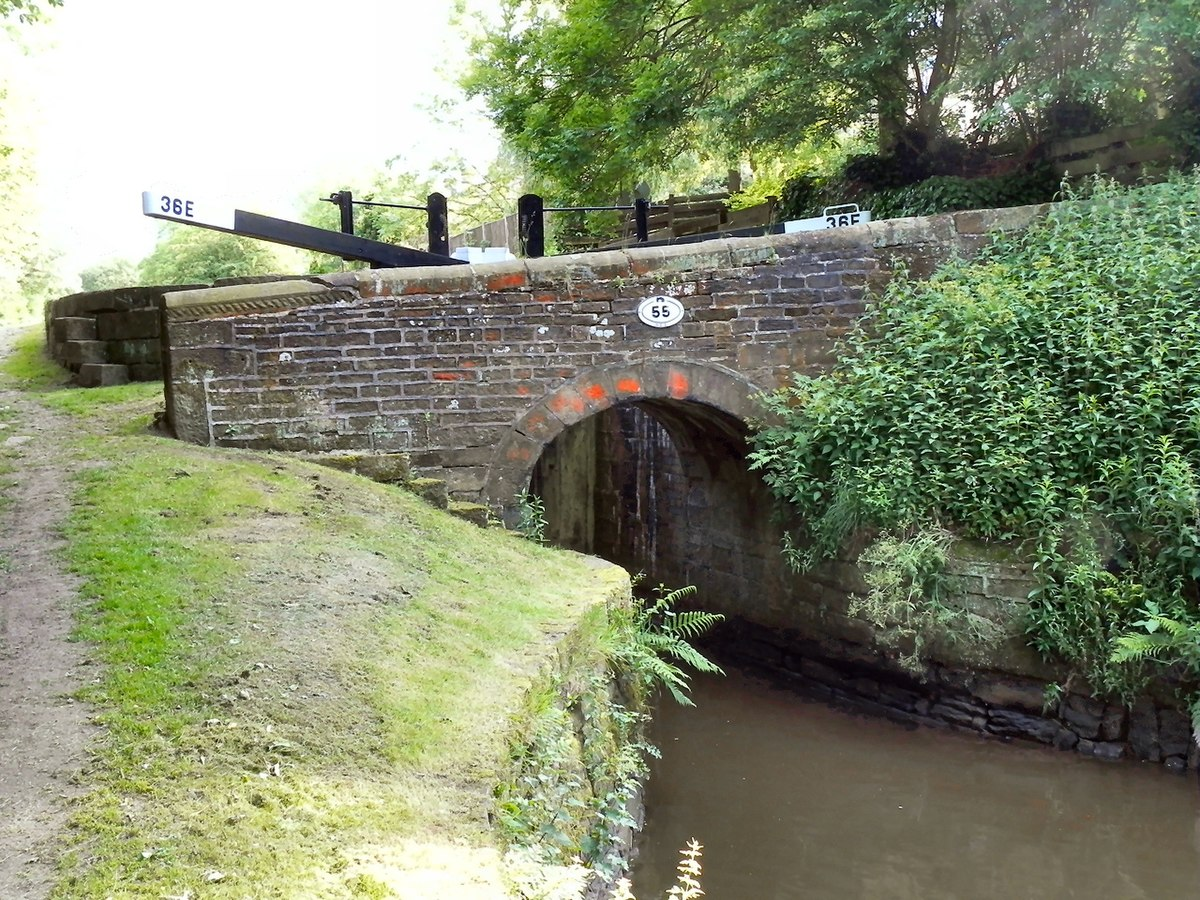 Bridge No 55, Huddersfield Narrow Canal.jpg