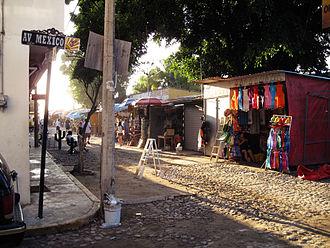 Bucerías, Nayarit - Av. México in Bucerías showing many street vendors