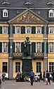 Bundesarchiv B 145 Bild-F079070-0005, Bonn, Münsterplatz, Beethovendenkmal.jpg