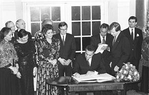 Hosni Mubarak - Mubarak in West Berlin in 1989