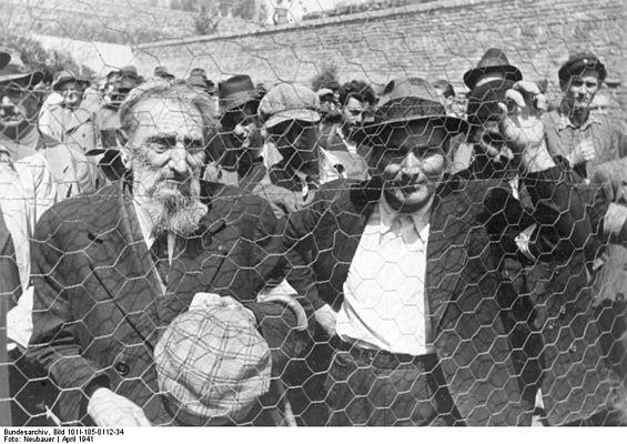 https://upload.wikimedia.org/wikipedia/commons/thumb/6/6d/Bundesarchiv_Bild_101I-185-0112-34,_Belgrad,_Erfassung_von_Juden.jpg/565px-Bundesarchiv_Bild_101I-185-0112-34,_Belgrad,_Erfassung_von_Juden.jpg