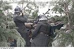 Bundesarchiv Bild 101I-394-1459-11, Russland, Soldaten mit MG in Stellung im Winter Recolored.jpg