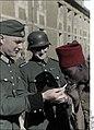 Bundesarchiv Bild 121-0417, Französischer Kriegsgefangener mit Wachtposten Recolored.jpg