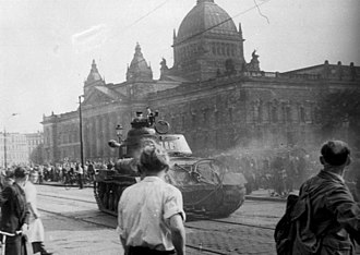 Uprising of 1953 in East Germany - Image: Bundesarchiv Bild 175 14676, Leipzig, Reichsgericht, russischer Panzer
