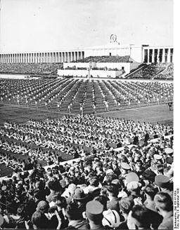 Bundesarchiv Bild 183-H11954, Nürnberg, Reichsparteitag, Turnvorführung