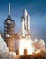 CNX UPhysics 09 07 Shuttle.jpg