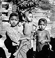 COLLECTIE TROPENMUSEUM Drie Balinese kinderen TMnr 10005058.jpg