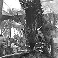 COLLECTIE TROPENMUSEUM Een brandende doodskist in de vorm van een fantastisch dier tijdens een crematie op Bali TMnr 60030673.jpg