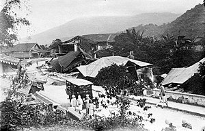 Hamka - On 28 June 1926, earthquake measuring 7.6 SR destroyed most of Padang Panjang, including houses in Gatangan Hamka's father, Markets Obsolete