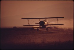 CROP DUSTER PLANE AT WORK IN IMPERIAL VALLEY - NARA - 548884.tif