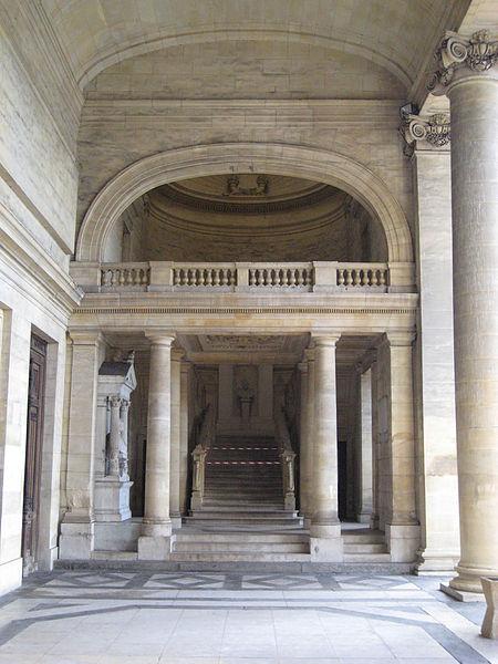 Escalier de la cour d'appel du palais de justice de Caen (Calvados)
