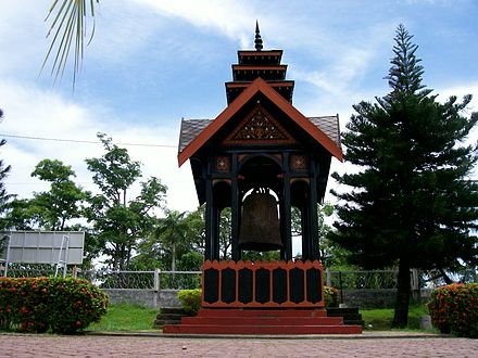 The Cakra Donya bell was a gift from Zheng He to Semudera on Sumatra. Cakra Donya.JPG