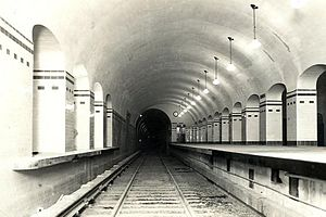 Carlos Pellegrini (Buenos Aires Underground) - Image: Carlos Pellegrini (vías, 1931)