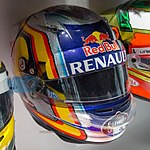 Carlos Sainz Jr 2015 helmet 2017 Museo Fernando Alonso.jpg