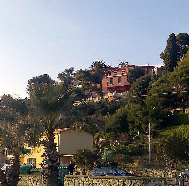 File:CasaRossaImperia.jpg