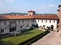 Castelvecchio - cortile.jpg