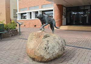 Australian Kelpie - 'Kelpie Monument' in Casterton, the self-proclaimed 'Birthplace of the Kelpie'