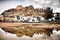 Castillo de Ayora - Vista reflejada en el agua.jpg
