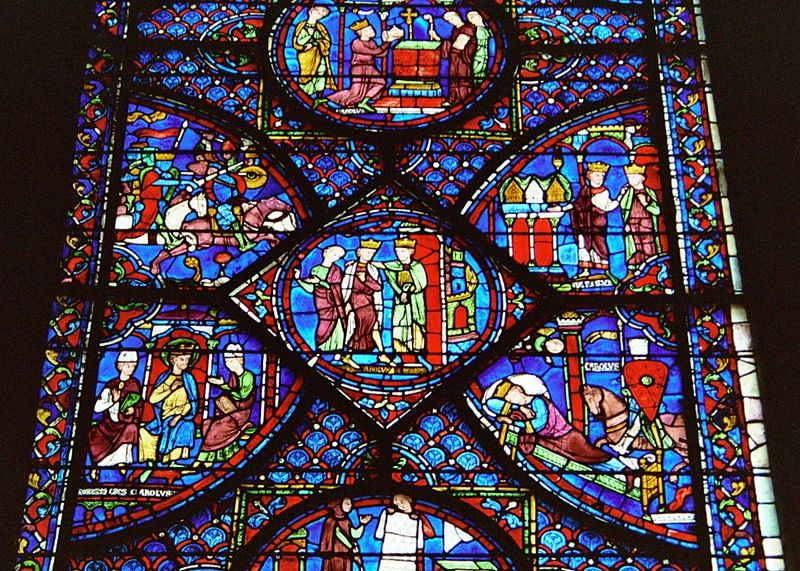 Imagem:Cathedral-chartres-2006 stained-glass-window detail 01.jpeg