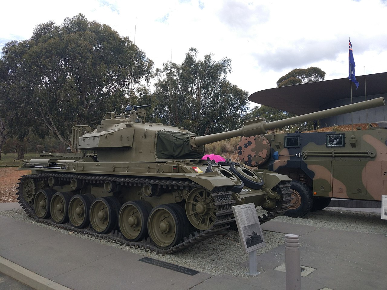 1280px-Centurion_Tank_AWM.jpg