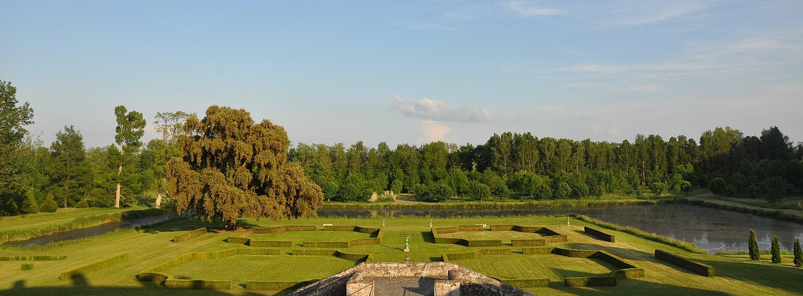 Jardin à la française du Château de Saint Denis sur Loire