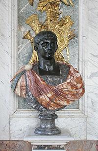 Château de Versailles, salon de la paix, buste d'empereur romain (Claude).jpg
